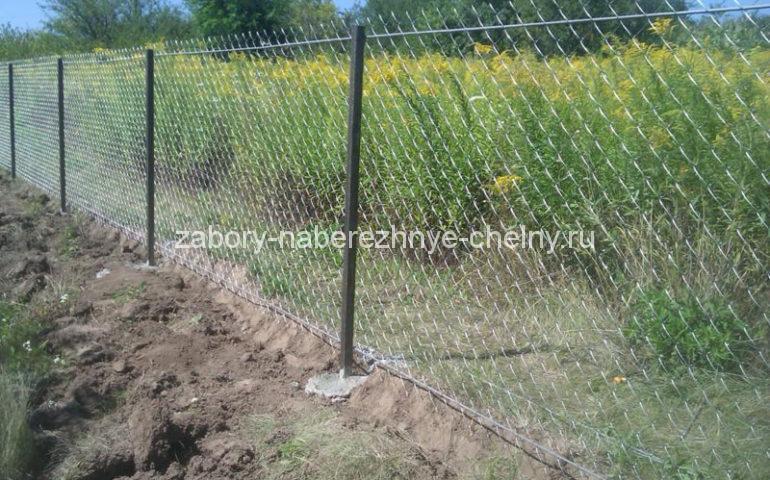 забор из сетки рабицы в секциях